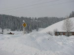Снег сравнял дома с землей