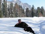 С устатку можно и полежать на снеговой перине